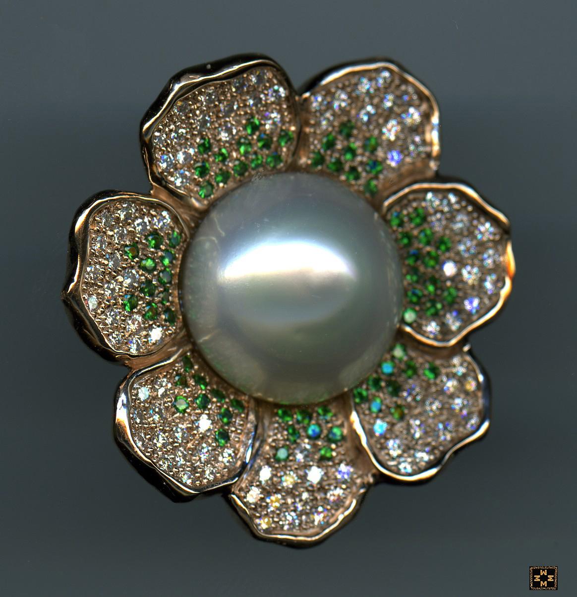 Perle, grenat tsavorite et diamant