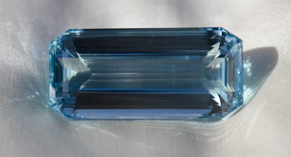 Aigue marine de 117,98 carats - Table dôme facetté - Brésil - 42,75 x 20,20 x 17,65 mm