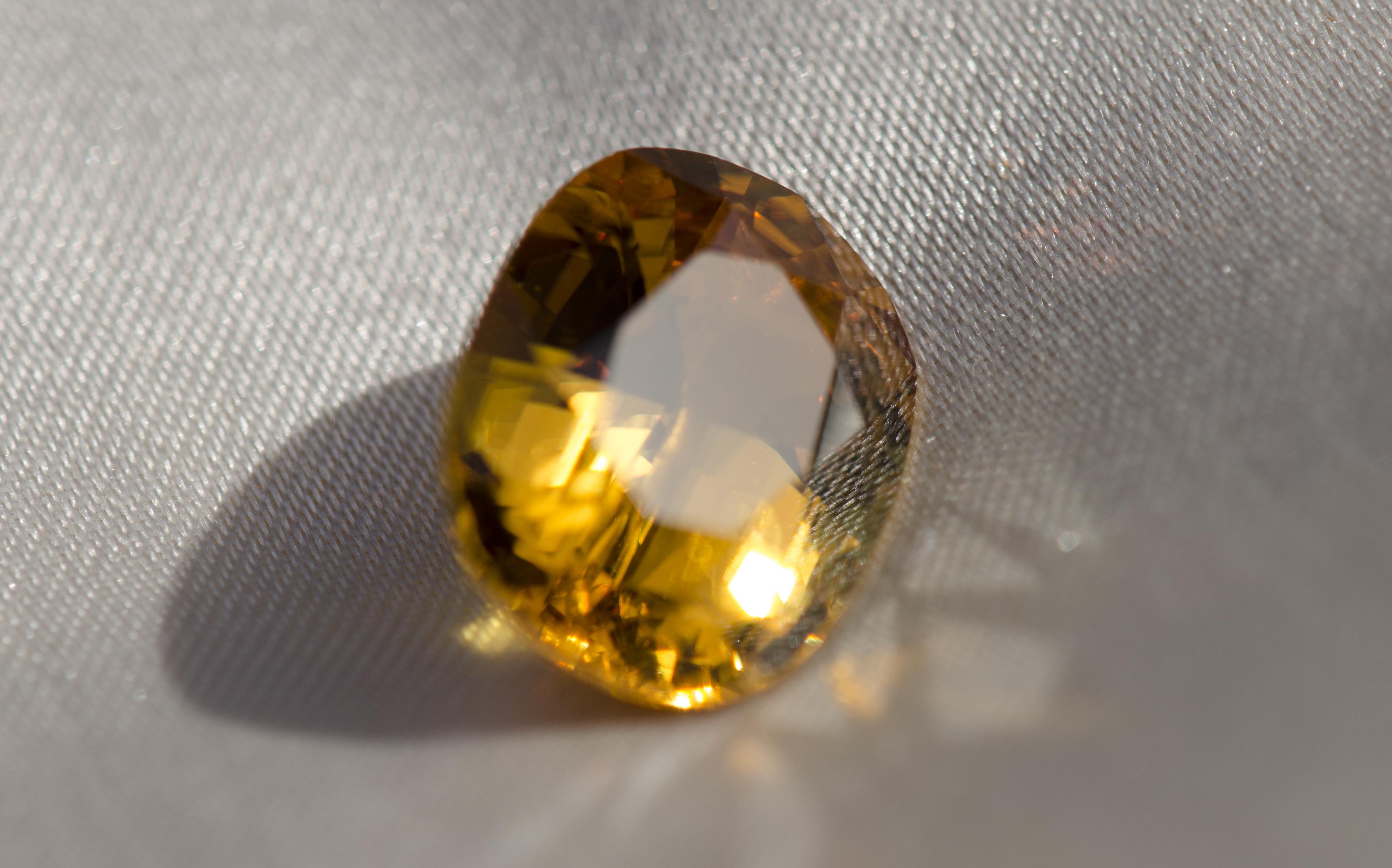 Saphir jaune de 10,99 carats