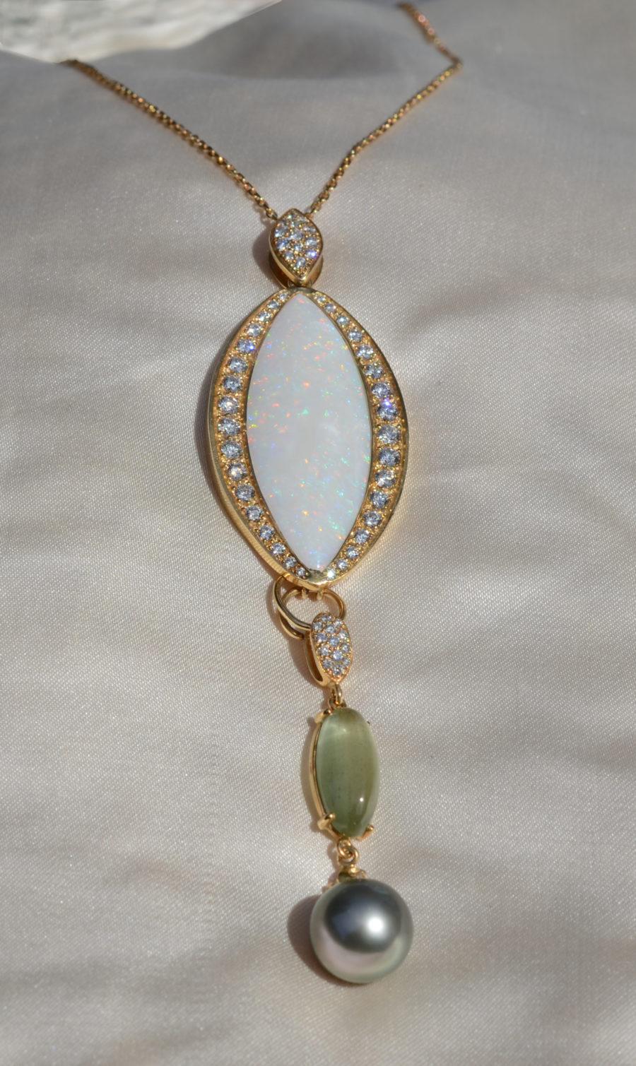 Pendentif, Opale de 24 carats, Béryl vert, Perle grise de Tahiti, Diamants
